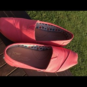 Toms classic spiced coral canvas shoes